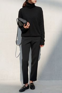 black tee, black pants, black bag, black shoes
