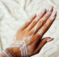 pretty white henna mehndi with stars and moons on hand and fingers simple and beautiful. Henna Tattoos, White Henna Tattoo, Henna Tattoo Designs, Henna Mehndi, Henna Art, Cute Tattoos, Mehndi Designs, Temporary Tattoos, Henna Designs White