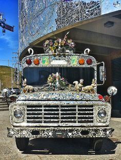 Baltimore, Visionary Art museum. Colorful truck with flowers, animals, mosaics and mirror pieces.