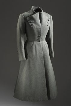Grey wool suit, Jean Dessès, - The Los Angeles County Museum of Art Stylish Womens Suits, Suits For Women, Vintage Fashion 1950s, Mode Vintage, Grey Fashion, Timeless Fashion, Fashion Design, Vintage Dresses, Vintage Outfits