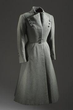 Grey wool suit, Jean Dessès, - The Los Angeles County Museum of Art Stylish Womens Suits, Suits For Women, Vintage Fashion 1950s, Mode Vintage, Grey Fashion, Timeless Fashion, Fashion Design, Guy Laroche, Vintage Dresses