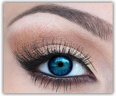 perfect bronze/brown shadow to show off blue eyes.