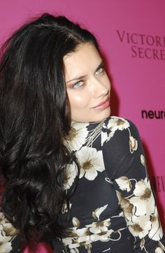 Adriana Lima wears loose curls