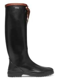 Meghan Markle wore a pair of wellington boots by Muck while in New Zealand with Prince Harry this week. From Prada to Calvin Klein Vogue Paris presents you with some of the most ravishing rain boots this season has to offer. Meghan Markle, Vogue Paris, Prada, Get Up And Walk, Rubber Rain Boots, Riding Boots, Autumn Fashion, Walking, Style Inspiration