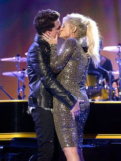 Meghan Trainor and Charlie Puth Make Out at End of Hot and Heavy 'Marvin Gaye' AMA Performance..stealing my bae