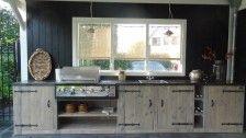 Steigerhouten bijkeuken / buitenkeuken met borreti bbq en koelkast.  Made by Esgrado.