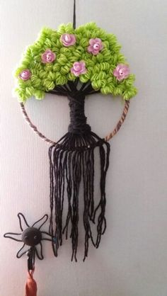 Árbol de la vida. Wire Crafts, Diy And Crafts, Arts And Crafts, Crochet Tree, Easy Crochet, Tapestry Weaving, Loom Weaving, Diy Dream Catcher Tutorial, Circular Weaving