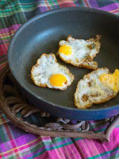 Montaditos de migas con huevos de codorniz www.entreharinas.com