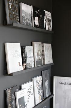 La librería expositor (y más paredes negras)
