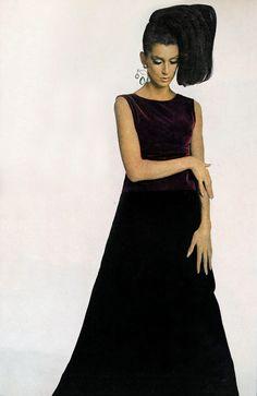 Benedetta Barzini wearing burgundy velvet Gres dress by William Klein Vogue 1965 Fashion Photo, Fashion Looks, William Klein, Madame Gres, 1960s Dresses, Sixties Fashion, Dress Suits, Vintage Fashion, Vintage Style
