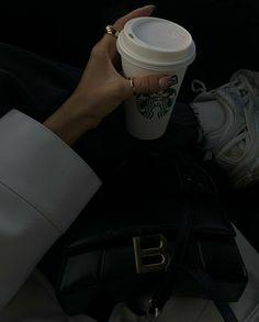 Cream Aesthetic, Classy Aesthetic, Aesthetic Photo, Aesthetic Pictures, Aesthetic Dark, Dark Feeds, Theme Pictures, Day And Mood, Mood Colors