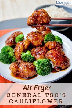 Air-fried General Tso& Cauliflower is a great way to get your Chinese food fix right at home and keep it vegetarian. Cut the cauliflower florets into bite-sized pieces – especially if you intend to eat this with chopsticks! Air Fryer Oven Recipes, Air Frier Recipes, Air Fryer Dinner Recipes, General Tso Cauliflower, Cauliflower Recipes, Cauliflower Chinese, Breaded Cauliflower, Cauliflower Buffalo Wings, Vegetarian Recipes