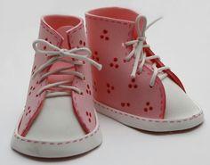 Preciosos zapatos hechos de goma eva.