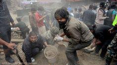 Potrebbero essere oltre 10 mila le vittime del terremoto che ha colpito il Nepal sabato scorso. Per l'ONU sono 8 milioni le persone coinvolte