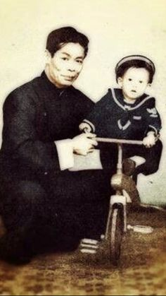 Bruce Lee Family, Lemmy Motorhead, Bruce Lee Photos, Martial Arts Movies, Little Dragon, Martial Artist, Kung Fu, The Past, Cinema