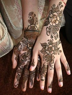 Mehendi, love the tiny spirals on the fingers