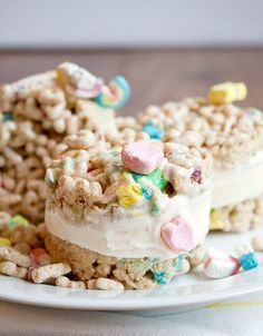 Lucky Charms ice cream sandwiches from The Kitchn #cutefood
