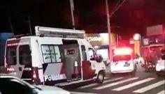 Durante perseguição, condutor embriagado bate em dois veículos na Vital Brasil e desacata policias na hora da prisão -   Uma intensa perseguição chamou a atenção de muitas pessoas na noite deste domingo, 09, nas ruas de Botucatu. Segundo muitas testemunhas, um Fiat Uno, branco, foi abordado na Vital Brasil após fugir por diversas ruas.  Segundo boletim de ocorrência da Polícia Militar, um indivíduo de 28 - http://acontecebotucatu.com.br/policia/durante-p