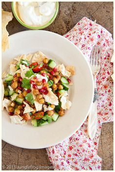 Indian spicy salad with chickpeas Side Recipes, Indian Food Recipes, Real Food Recipes, Healthy Recipes, Ethnic Recipes, Indian Salads, Indian Dishes, Salad Bar, Soup And Salad