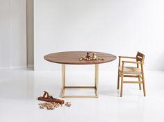 Descarga el catálogo y solicita al fabricante Jewel table | mesa en nogal By dk3, mesa extensible redonda en nogal diseño Søren Juul