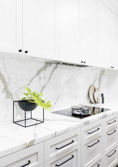 White Kitchen Marble Backsplash Awesome 14 White Marble Kitchen Backsplash Ideas You Ll Love White Marble Kitchen, White Kitchen Cabinets, Kitchen Cabinet Design, Interior Design Kitchen, Kitchen Backsplash, Backsplash Ideas, Backsplash Marble, Marble Counters, Backsplash Design