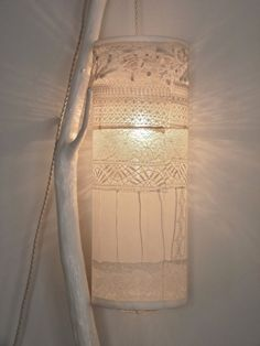 BA interior design: lace lamp Source by ttfruzsi Pendant Chandelier, Ceiling Pendant, Diy Francais, Lace Lamp, Cool House Designs, Lamp Shades, Decoration, Light Up, White Light