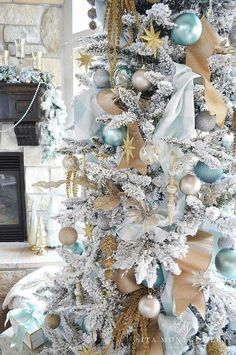 gorgeous aqua and gold christmas tree
