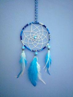 Attrape rêves style ateba bleu et blanc plumes d'autruche - ethnique dreamcatcher : Décorations murales par stonanka
