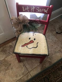 Good Free Snowman painting on chair Style It truly is not easy to resist introducing the snowman painting project in a form of art curriculum. Christmas Chair, Christmas Wood Crafts, Snowman Crafts, Rustic Christmas, Christmas Art, Christmas Projects, Winter Christmas, Holiday Crafts, Christmas Decorations