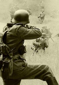 Nazi soldiers firing at/in battle with what looks like Soviets. - Nazi soldiers firing at/in battle with what looks like Soviets. Ww2 Pictures, Military Pictures, German Soldiers Ww2, German Army, Military Art, Military History, Germany Ww2, Ww2 History, War Photography