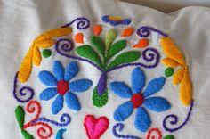 Cecilia Koppmann: Y se va el segundo.... Mexican Embroidery, Embroidery Motifs, Types Of Embroidery, Embroidery Monogram, Modern Embroidery, Diy Embroidery, Cross Stitch Embroidery, Embroidery Designs, Mexican Pattern