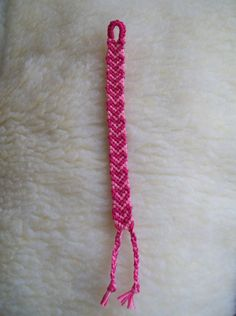 http://4.bp.blogspot.com/_eVARRlSPnP0/TEIYc3IcG9I/AAAAAAAAANM/uQWhgivtWFw/s1600/pulsera+rosa+con+corazones.jpg
