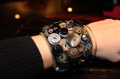 Botton bracelet cuff tutorial - Nice way to show off precious buttons - Good tut