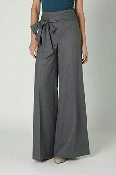 I have very few pairs of dress trousers, which has only recently felt like an issue. Sometimes a girl has to observe a group of felons talk about their drug addictions and pants seem to invite fewer obvious full-body checkouts. Fashion Pants, Hijab Fashion, Fashion Dresses, Dress Trousers, Pants Outfit, Palazzo Trousers, Vetement Fashion, Pantalon Large, Office Looks