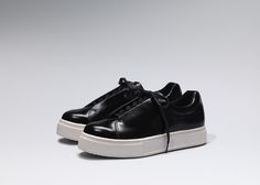 """Eytys launches anew sneaker silhouette, """"Doja"""", for Spring/Summer 2016. With an elevated toe cap, thick soles and concealed lacing, """"Doja"""" continues to build on the brand vision of confident silhouettes and bold proportions. The new style comes in... »"""