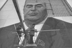 Constructing giant Brezhnev poster in Ulyanovsk, 1978 by Valery Schekoldin