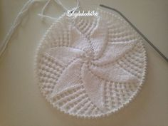 Lidy Dulce bebé. : Tutorial de la coronilla a juego con el canesú nº1 Crochet Baby Hats, Crochet Gifts, Knitted Hats, Diy Crafts Knitting, Knitting For Kids, Lace Knitting, Knitting Patterns, Crochet Patterns, Diy Baby Gifts