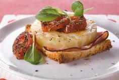Lämpimät Havaijin leivät maistuvat niin väli- ja iltapalalla kuin illanistujaisissa. http://www.valio.fi/reseptit/havaijin-leipa/