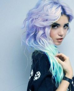 Ombré hair has risen to the top over the last couple of years. Check out 14 of the most awesome ombré hairstyles around...