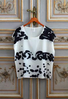 Silk Tee Inkblot Black Mirror by byrachelrose on Etsy Textiles, Shibori, Fashion Prints, Fashion Design, Painted Clothes, Fashion Outfits, Womens Fashion, My Wardrobe, Valentino