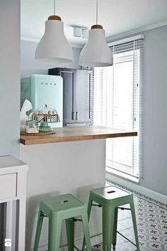 Retro and the mint Boho Deco, Small Apartment Design, Sweet Home Alabama, Scandinavian Interior, Beautiful Kitchens, Decoration, Home And Living, Planer, Home Kitchens