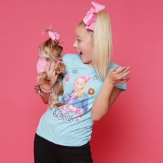 """175.7k Likes, 2,848 Comments - JoJo Siwa (@itsjojosiwa) on Instagram: """"THE BEST THINGS IN LIFE ARE FAMILY, FRIENDS, HAPPINESS, AND FUN"""""""