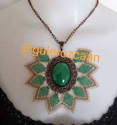 Needle Lace, Lace Making, Embroidery Designs, Diy And Crafts, Bling, Pendants, Pendant Necklace, Jewels, Beads