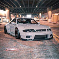 Nissan Skyline Gtr R33, Skyline R33, Gtr Nissan, Street Racing Cars, Ferrari, Pretty Cars, Jeep Cars, Tuner Cars, Japan Cars