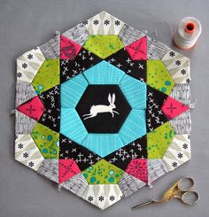 Learn how to prepare for and start an English Paper Piecing project with Part 1 of this step-by-step Rose Star Mug Rug tutorial! This is a must-pin post for quilters and sewists!