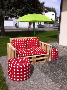"""""""Nice little garden set! Pallet Projects, Projects To Try, Pallet Ideas, Banquette Palette, Pallet Creations, Outdoor Furniture, Outdoor Decor, Decoration, Upcycle"""
