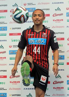 サッカーのオーストラリアAリーグのウエスタンシドニーからJ2の札幌に移籍した元日本代表MF小野伸二(34)が9日、札幌市のさっぽろテレビ塔で入団記者会見し「札幌を盛り上げ、J1に昇格させたい」と抱負を述べた。来年1月31日までの契約で背番号は「44」。二つの数字を足すと、浦和やフ...