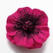 """Купить или заказать Брошь """"Голубой цветок"""" в интернет магазине на Ярмарке Мастеров. С доставкой по России и СНГ. Срок изготовления: 3 дня. Материалы: шерсть 100%, волокна шёлка, застёжка…. Размер: диаметр 11 см"""