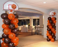 Fun Basketball themed balloon columns for today Bar Mitzvah at the Lambertville Station Inn in Lambertville, NJ by Monday Morning Flower and Balloon Co. Basketball Baby Shower, Basketball Birthday Parties, Birthday Party Games, Baseball Birthday, Balloon Decorations Party, Birthday Party Decorations, Theme Parties, Bar Mitzvah, Baby Shower Prizes