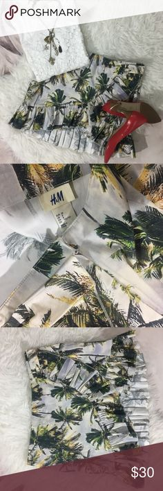 "H&M Palm Tree Ruffle Skirt 2012 Water Collection Beautiful nostalgic Palm Tree Print. This is from the 2012 Water Collection in Collaboration with Anna Dello Russo who is an Italian journalist and creative advisor for Vogue Japan. Last photo shows a fabric inperfection. Other than the material scrape, there are no other visible flaws. Please feel free to ask questions prior purchase.  Measurements (taken flat) are as follows:  Waist: 32""  Hip: 37""  Length 12.5"" Front and 15.5"" Back  Great…"